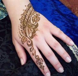 10192-henna-leafy-hand-design