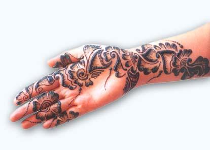 How to Apply Mehendi Paste