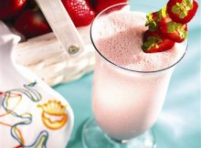 strawberry shake with yogurt