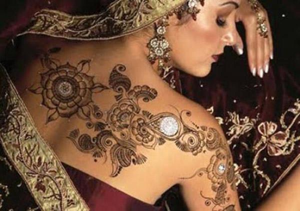 Mehndi Designs on shoulder
