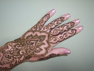 10191-henna-lacy-hand-design