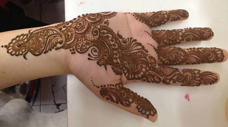 beautiful mehndi design for